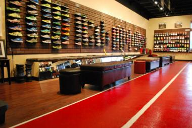 new concept 5dd95 98c2f Running Store Lets Clients Try Shoes on Replica of ...