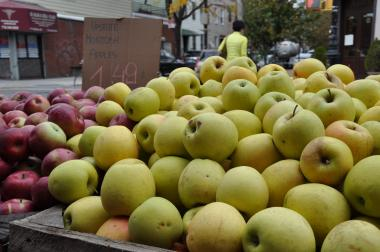 A man who stole one apple from Rachel's Garden on Nassau Avenue attacked the employee who told him to pay for the fruit.