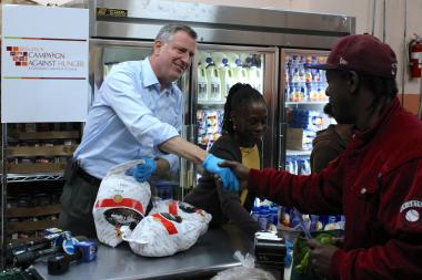 Mayor-elect Bill de Blasio and his wife Chirlane McCray volunteer at a food pantry in Bed-Stuy ahead of the Thanksgiving holiday on Wednesday, November 27, 2013.