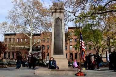 The Carroll Park war memorial honors soldiers who lost their lives during World War I. The monument is 18 feet tall and was erected at the center of the park in 1921.