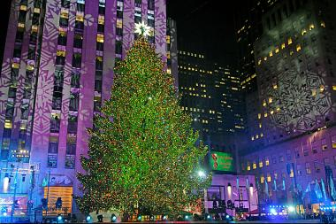 The Rockefeller Center Christmas tree will light up on Dec. 3 2014. & Rockefeller Center Tree Lighting Ceremony Brings Street Closures to ...