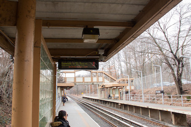 The MTA and Councilman Vincent Ignizio unveiled new electronic signs that lets riders of the Staten Island Railway known how long until the next train arrives at four stations on the South Shore.
