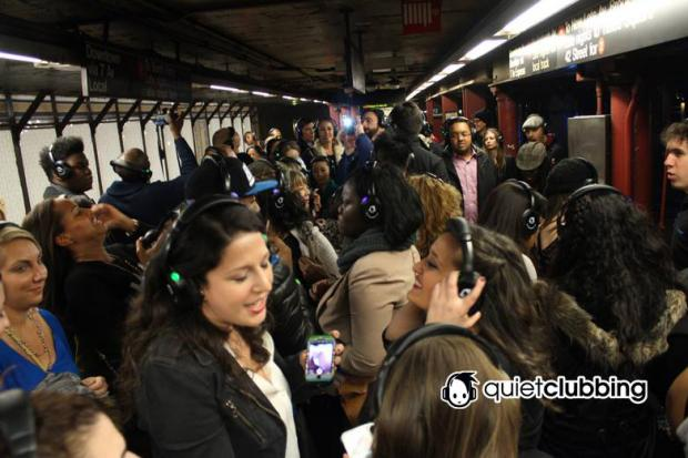 A new subway tour lets 100 participants dance on subways while listening to headphones.