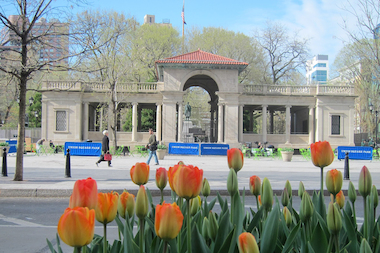 The Union Square pavilion is not a place for a restaurant, a community group says.