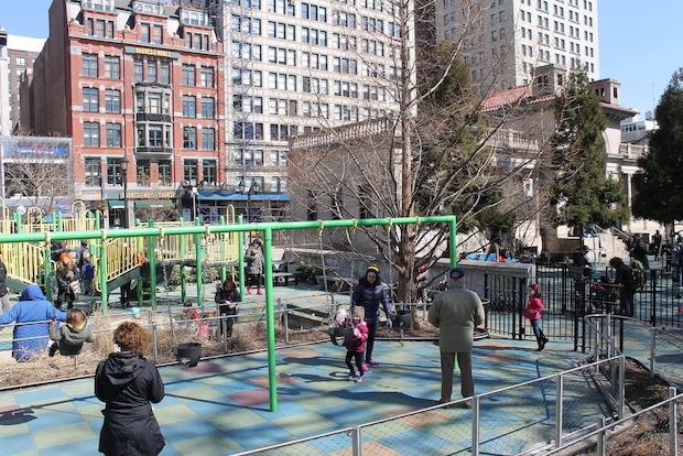 Park advocates and city officials called on the mayor to revoke the license for a restaruant in Union Square.
