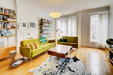 The number of Brooklyn buyers earning $300K a year rose 316 percent the past year, a report said.