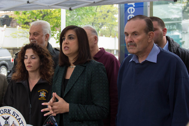 Assemblywoman Malliotakis and State Sen. Savino called on the agency to restore the line cut in 2010.