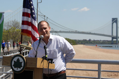 At the official opening ceremony of Staten Island's beaches, Parks announced an amusment park will open.