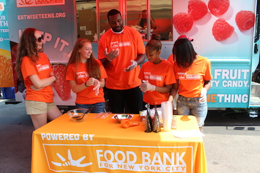 NFL player Chris Canty stopped by the Bronx on Monday with the Food Bank's Change One Thing truck to encourage healthy eating.