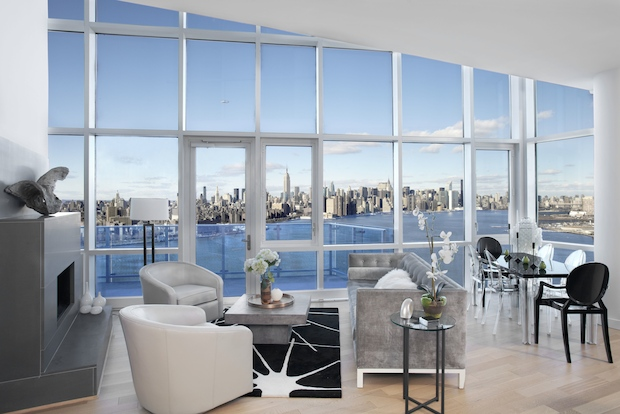 Experts share tips on what to look for if you want to live on New York City's waterfront.