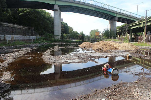 Rainwater and runoff from the Henry Hudson Parkway dumps a lot of water onto the unpaved road below the 145th Street underpass, which does not have a drainage system. A series of small ponds stay in the lot days after it rains, attracting mosquitos to the area.
