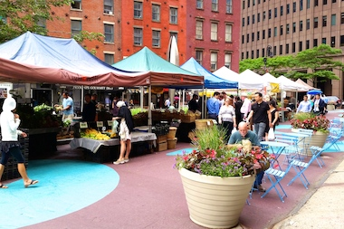 GrowNYC hosted markets along Coenties Slip in the fall of 2014. The weekly market will return on Thursdays from July 2 to Nov. 19, 2015.