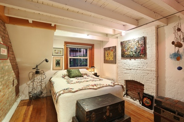 Mention that this Cobble Hill apartment is near a Farmer's Market and you may have yourself a deal.
