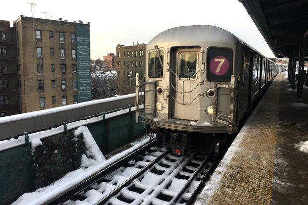 7 train resumes with limited service mta says long island