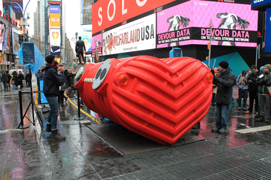 HeartBeat, a heart-shaped interactive sculpture that features six percussion instruments, was unveiled in Times Square on February 9, 2015.