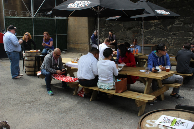 Mott Haven has a variety of spots where people can eat outdoors now that the weather is warming up.