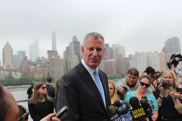 The city will award 30 percent of the dollar amount of all contracts to businesses owned by minorities and women by the year 2021, Mayor Bill de Blasio said Wednesday.