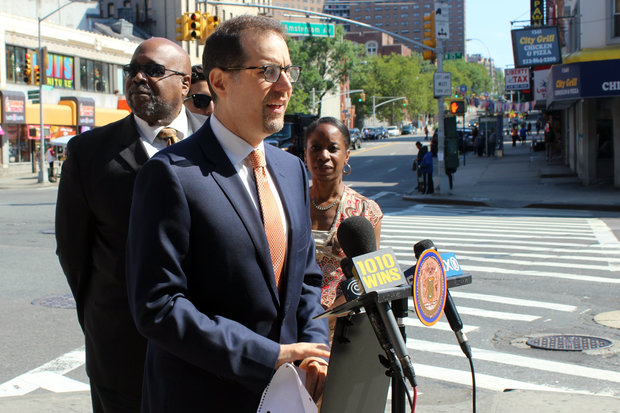 Elected officials in West Harlem called for the expansion of bus-only lanes as soon as possible.