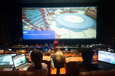 Play Minecraft Next To Other Players As Game Unfolds On Kips Bay Big