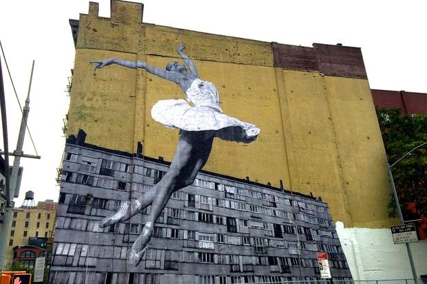 Foto Murales New York.Street Artist Jr Plasters Massive Ballerina Mural On