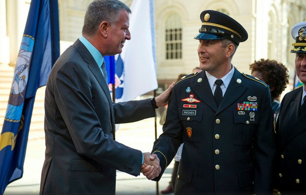 Mayor Bill de Blasio greets a serviceman at a City Hall veteran's celebration.