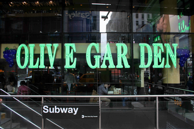 There Will Be Breadsticks At 400 Olive Garden Meal On New Year 39 S Eve Times Square Theater