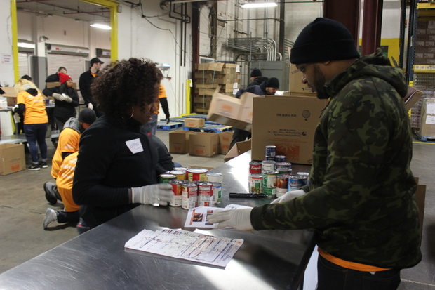 Bronx volunteers honor martin luther king jr at new york for Food pantry bronx ny