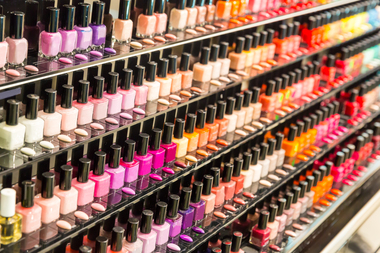 A thief stole more than $700 worth of Essie nail polish and other cosmetics from a Duane Reade by stuffing the items in his pants, police said.