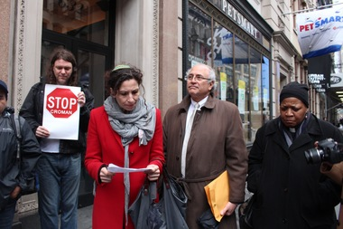 Ayelet Porzecanski, Hazzan of the West End Synagogue, read a letter from 32 religious leader of all faiths outside the offices of 9300 Realty after the group was refused entrance.