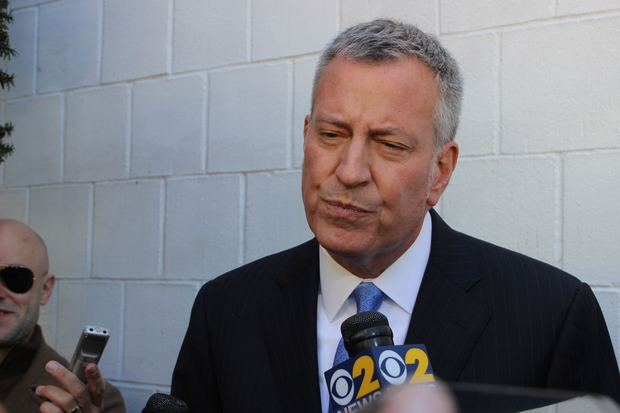 Mayor Bill de Blasio distanced himself Sunday from two businessmen embroiled in a federal corruption probe of the NYPD that has expanded to his campaign fundraising practices.