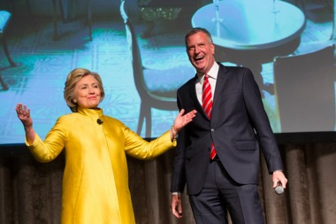 A new poll says Hillary Clinton would easily beat de Blasio if she ran for mayor as an independent.