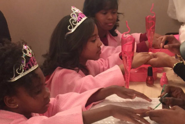 Spa for girls ages 4 and up offers etiquette classes along for Salon younga