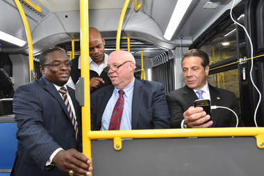 Gov. Andrew Cuomo (far right) and then-MTA Chairman Tom Pendergast (second from right) tested out the new USB charger and Wi-Fi last year.