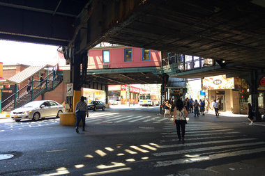 Residents say the use of K2, or synthetic marijuana, is a continuing problem at the busy intersection of Broadway and Myrtle Avenue on the border of Bedford-Stuyvesant and Bushwick.