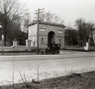 The Seaman-Drake Arch, at the former entrance to the Seaman residence, at Broadway and 215th Street, in 1910.