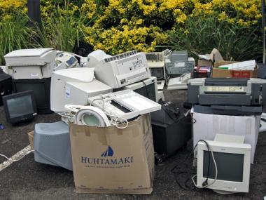 For seven years, the Lower East Side Ecology Center has timed their e-waste recycling days to come right after the holiday season, giving Manhattanites a chance to dispose of old, unwanted or broken electronics in an environmentally responsible way.