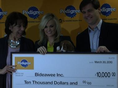 Lifelong dog lover Carrie Underwood gave $10,000 to Bideawee animal welfare center on Tuesday morning