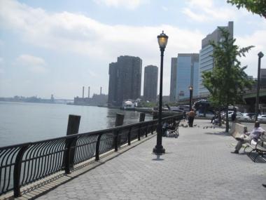 City Plans Regular Ferry Service for East River - Manhattan