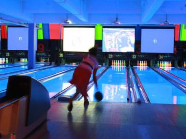 Five former employees accused Bowlmor Lanes of discrimination.