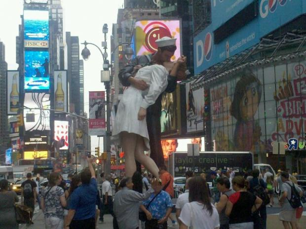 statue of famous wwii kiss erected in times square for kiss athon
