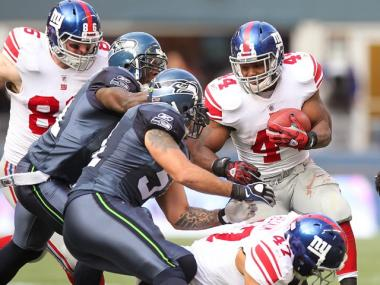 Ahmad Bradshaw runs against the Seattle Seahawks on Sunday.