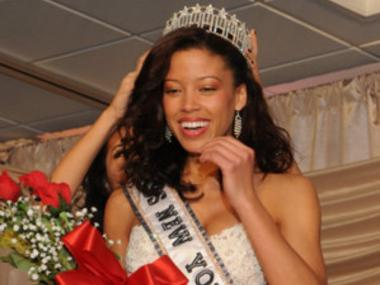 Miss New York 2010 Davina Reeves reportedly joined the Macy's Thanksgiving Day Parade despite not being invited.