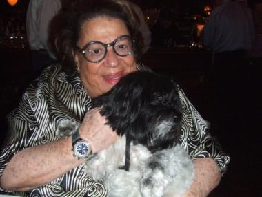 Elaine with a very welcome guest, Murray Weiss' dog Lola.