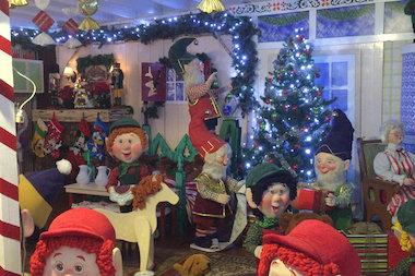 sharrott avenue christmas display - Over The Top Christmas Decorations