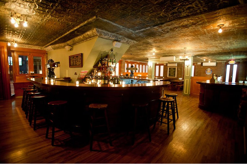 10 Nyc Bars With Fireplaces Where You Can Wait Out The Upcoming Snowstorm Gramercy New York