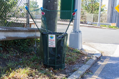 New Trash Can Designed For Drivers to Throw Garbage Into It From Their Cars