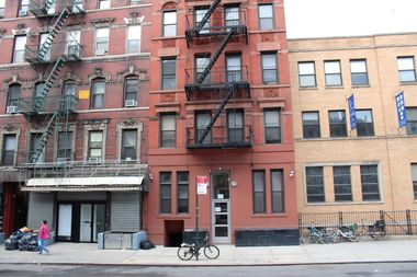 81 Madison St. is a 5-story, 20-apartment building in Chinatown.