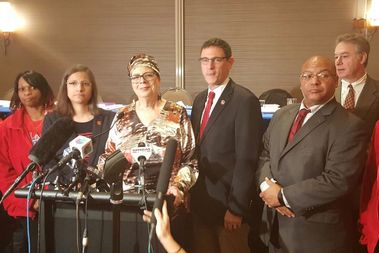 Chicago Teachers Uniondelegates voted 358-130 to approve the contract with theChicago Public Schools, Union PresidentKaren Lewis said.
