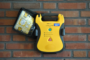 A new bill would require the city to provide free automated external defibrillators at all youth softball games and practices on city-owned field.