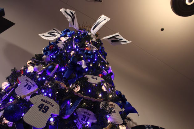 Cubs Christmas Ornaments.Check Out This Cool Cubs Christmas Tree At Museum Of Science